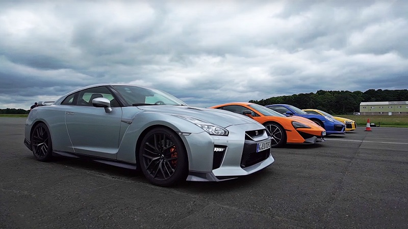 суперкары Nissan GT-R, McLaren 570S, Porsche 911 Turbo S и Audi R8 V10 plus