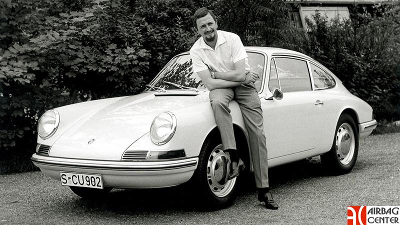Вальтер Глеклер рядом с Porsche 911