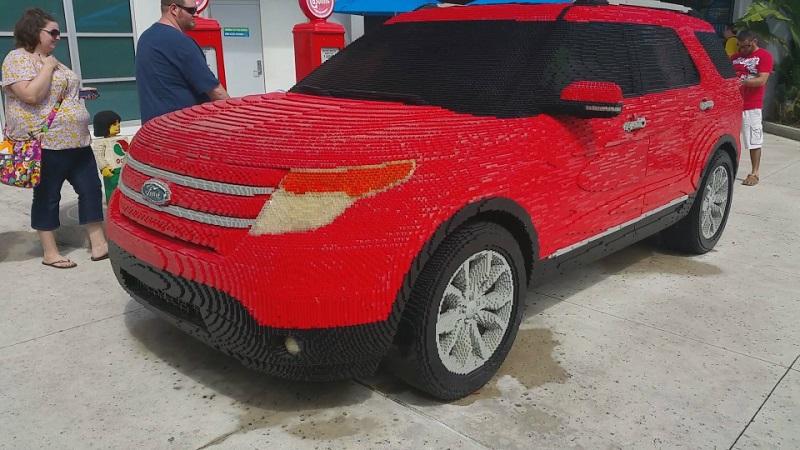 Ford Explorer в Legoland во Флориде