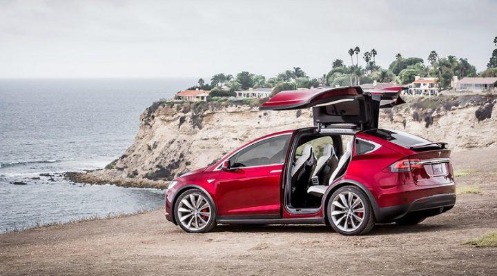 Tesla ускорила двери «крылья сокола» на Model X