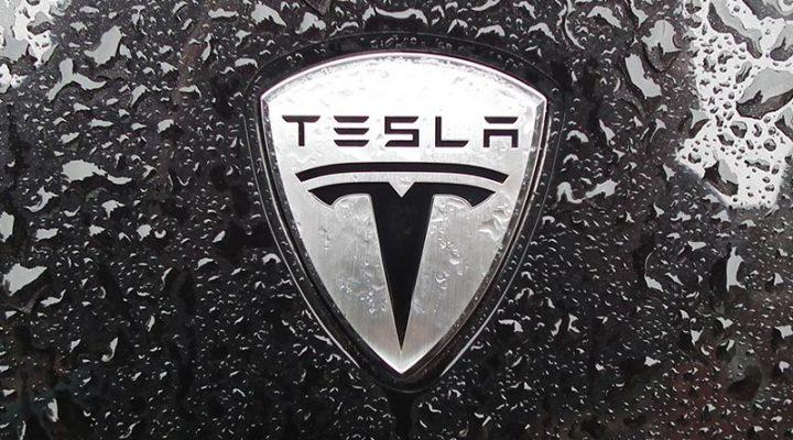 Автопилот на электрокаре Tesla