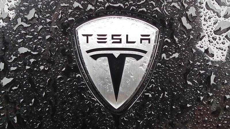 Tesla впервые попала в список ста самых дорогих брендов в мире