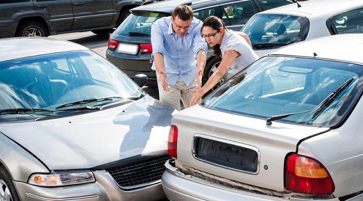 Аварии на парковках связали с увеличением габаритов машин