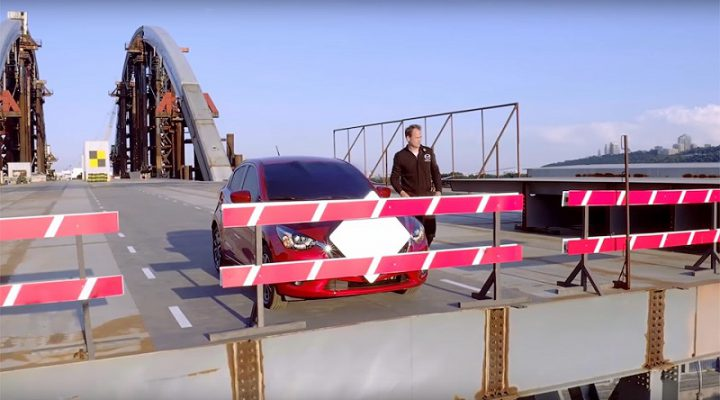 Экс-Стиг проехал вслепую по недостроенному мосту